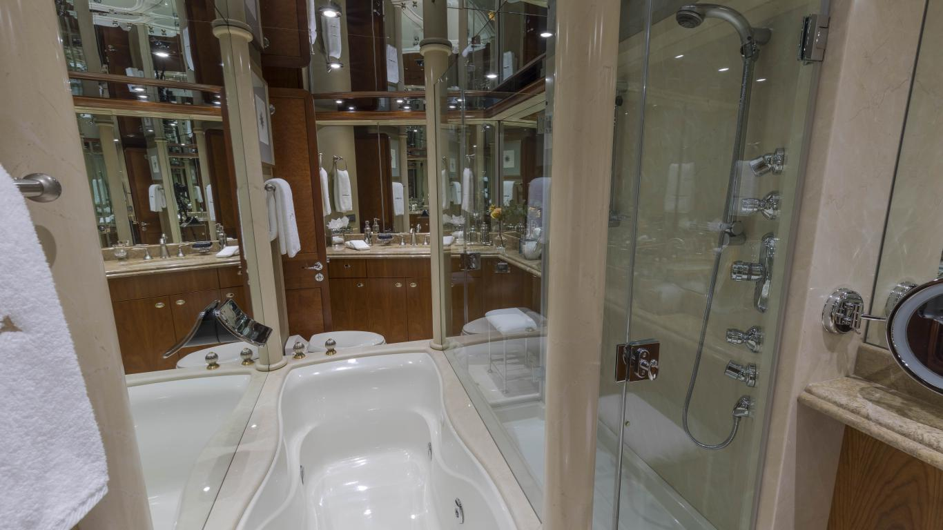 Master with Jacuzzi & Shower